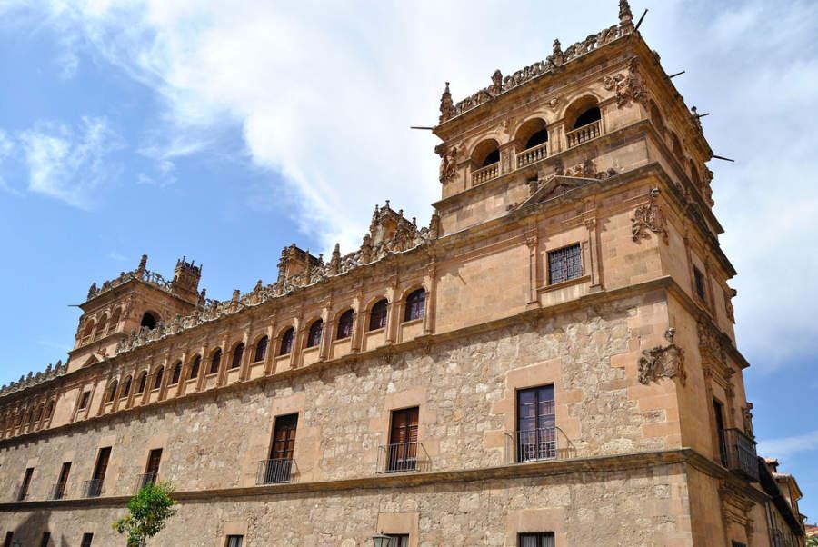 Fachada del Palacio de Monterrey