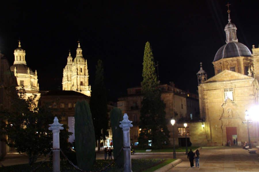 Centro histórico de Salamanca de noche