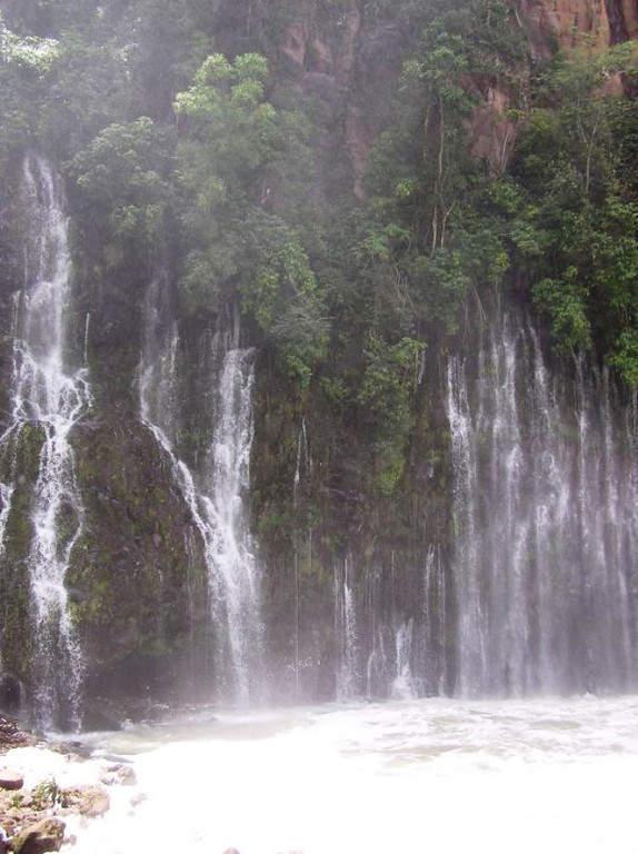 La cascada de la Tzaráracua se encuentra a 10 kilómetros de Uruapan