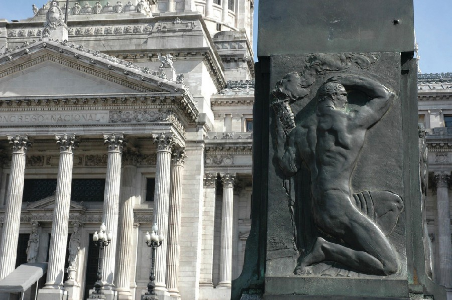 Escultura frente al Congreso Nacional