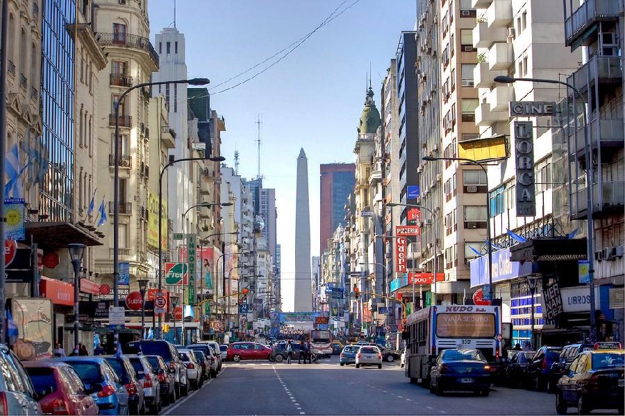 El Obelisco visto desde Av Corrientes