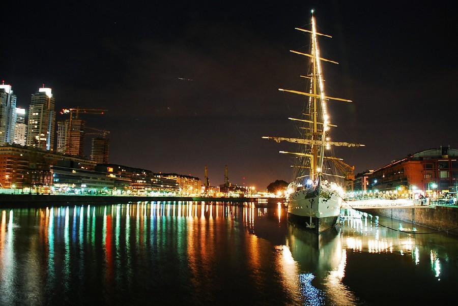 Puerto Madero de noche