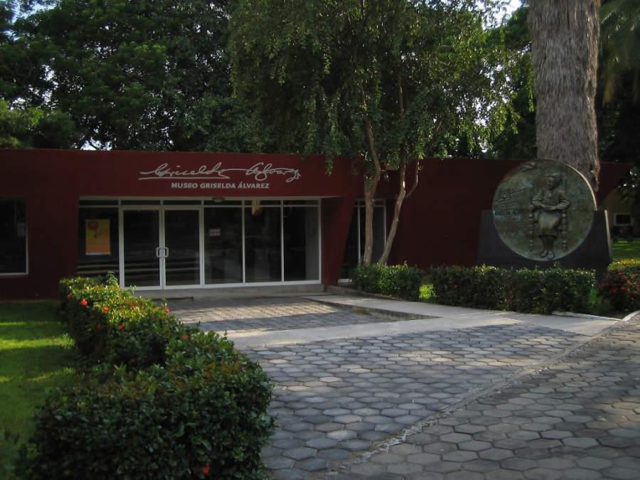 Explanada del Museo Griselda Álvarez de Colima