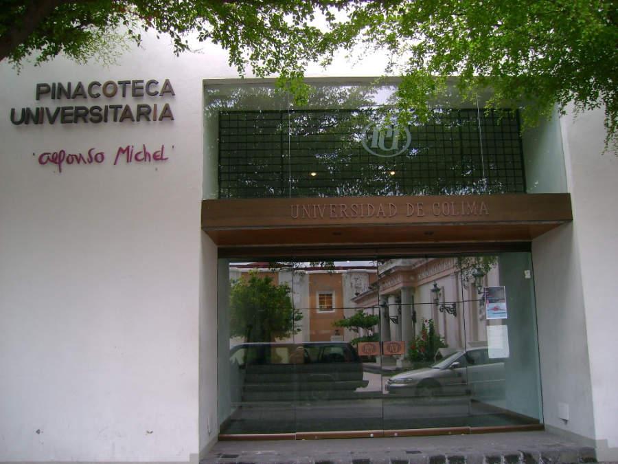 Entrada a la Pinacoteca Universitaria Alfonso Michel en Colima