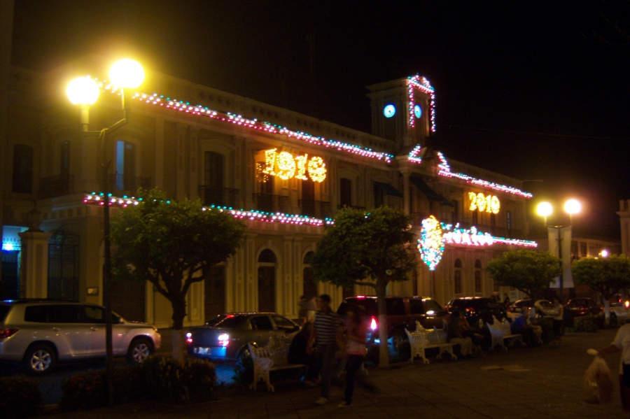 Vista nocturna del centro histórico de la ciudad de Colima
