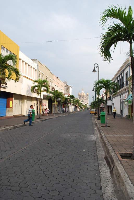 Avenida Madero en la ciudad de Colima