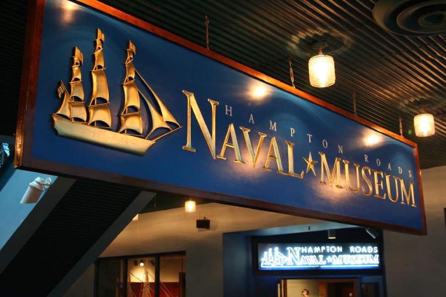 Interior de Hampton Roads Naval Museum, museo naval