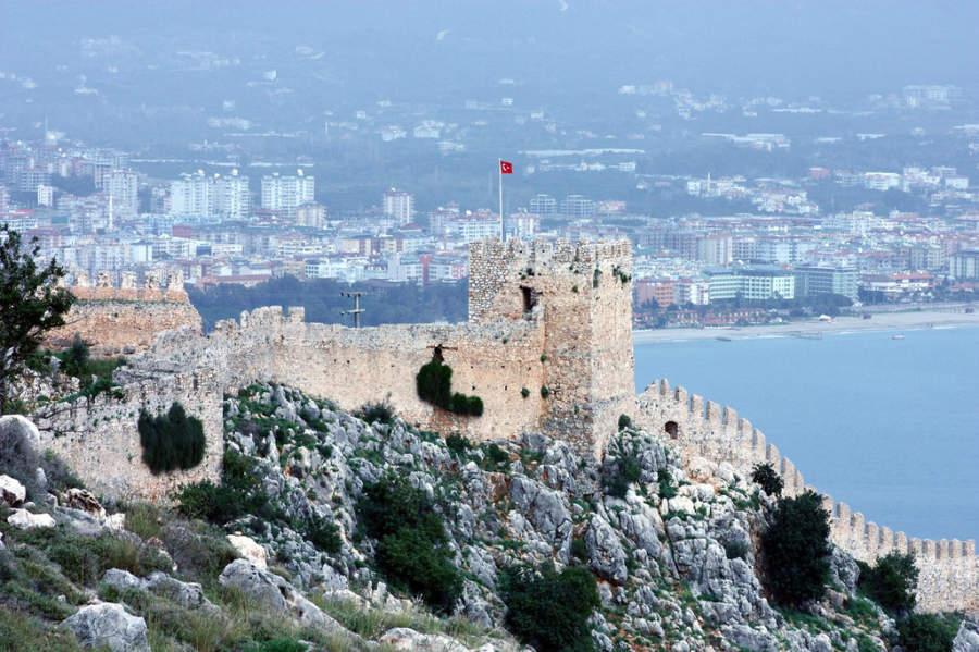 Alanya Kalesi, Castillo de Alanya del periodo medieval