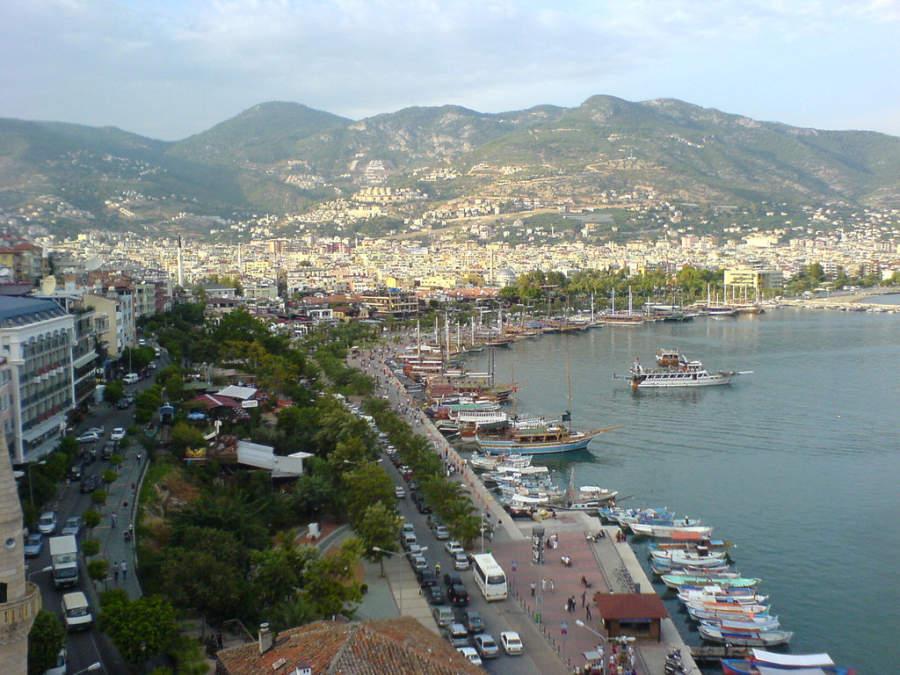 Vista del puerto de Alanya