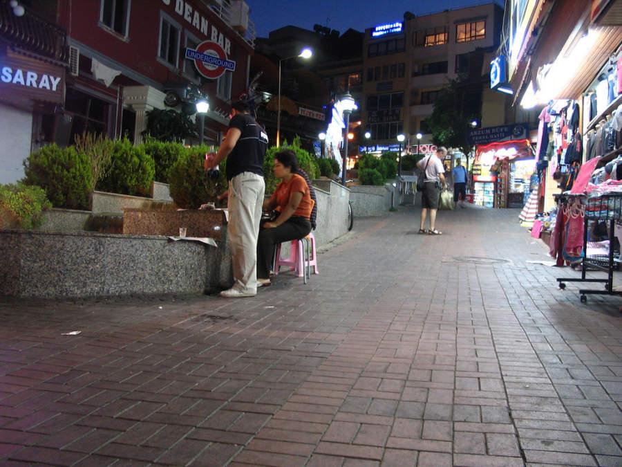 Calle de Alanya de noche