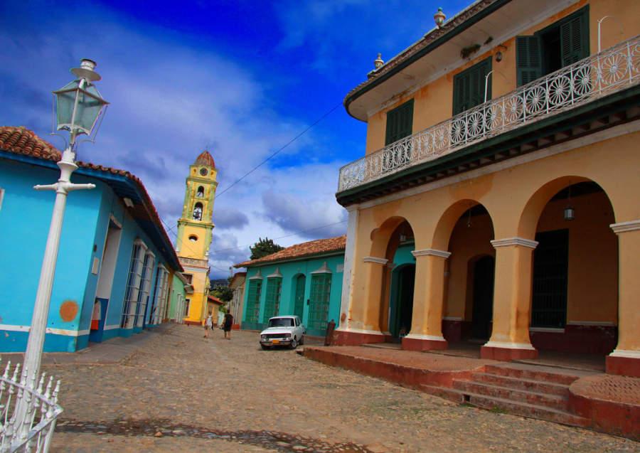 Avenida en el centro histórico de Trinidad