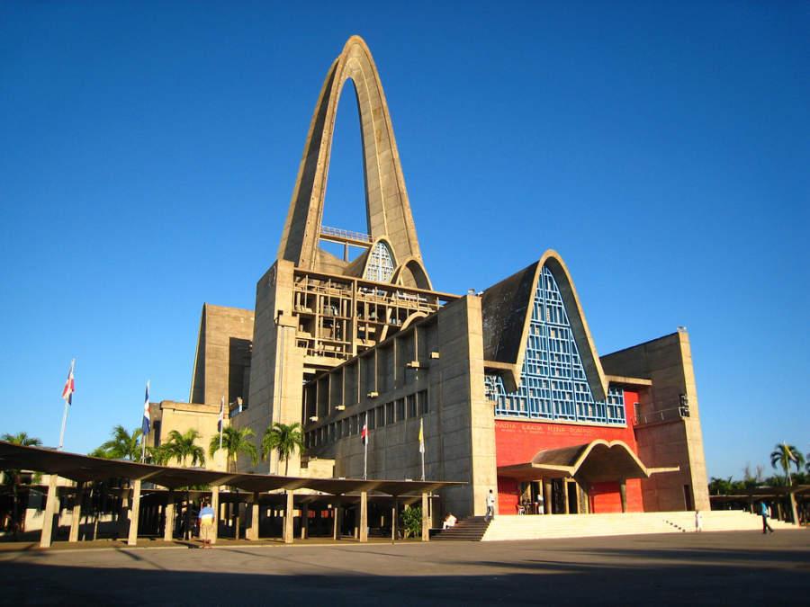 La Basílica de Higüey es uno de los templos religiosos más visitados en el país