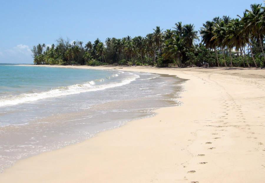 Las Terrenas se sitúa en la costa noreste de la República Dominicana