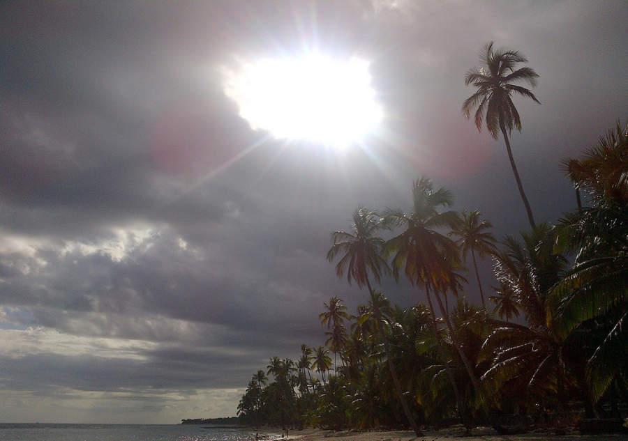 Puesta de sol en una playa de Juan Dolio