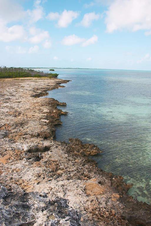 El área rocosa del mar de Cayo Largo es ideal para practicar snorkel