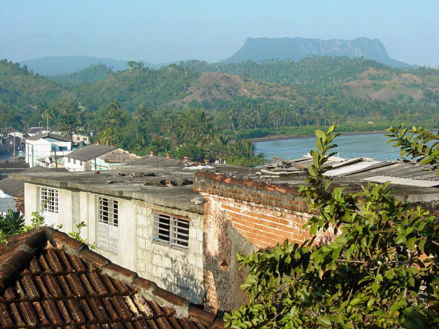 Vista de la montaña Yunque desde Baracoa