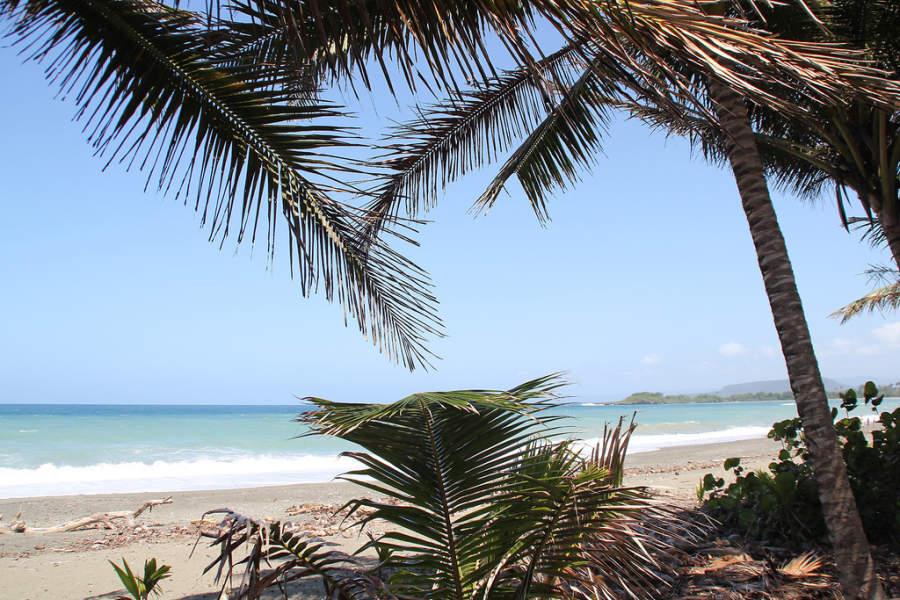 Vista de la playa en Baracoa