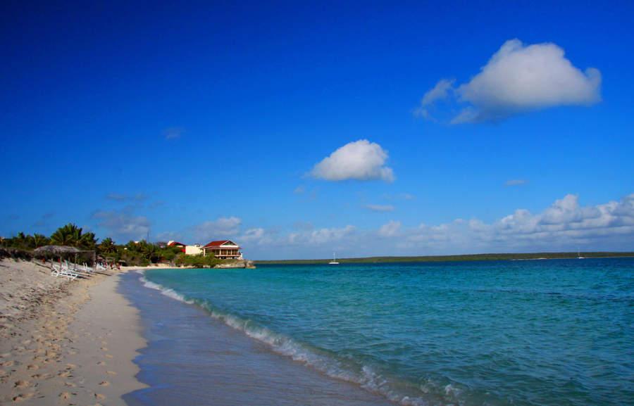Playa en la zona hotelera de Cayo Las Brujas