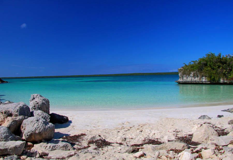Tranquila playa en Cayo Las Brujas