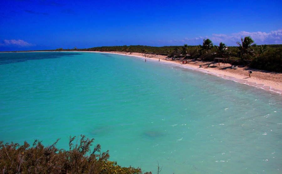 Cayo Las Brujas es famoso por sus extensas playas con poco oleaje