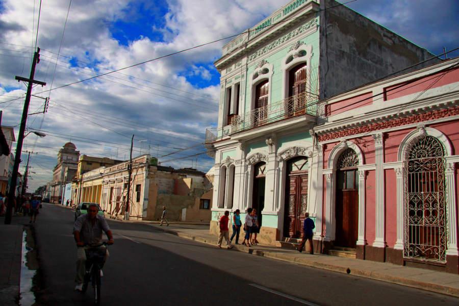 Avenida en Cienfuegos