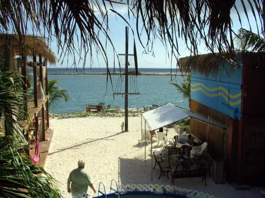 Vista de la playa en Savaneta