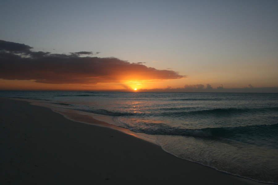 Puesta de sol en playa María La Gorda en la península de Guanahacabibes