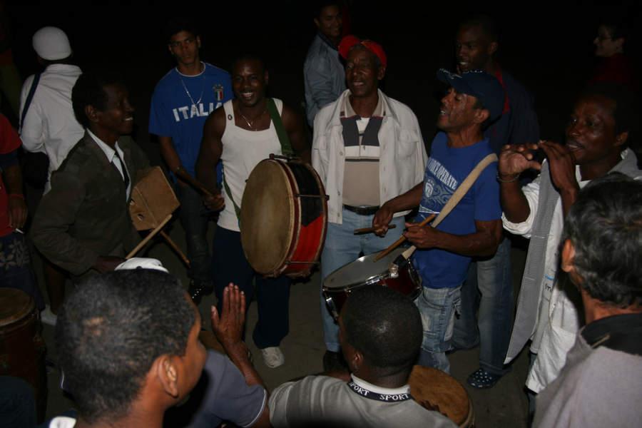Fiesta en una calle de San Juan de los Remedios