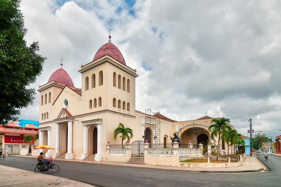 Catedral San Isidoro en Holguín