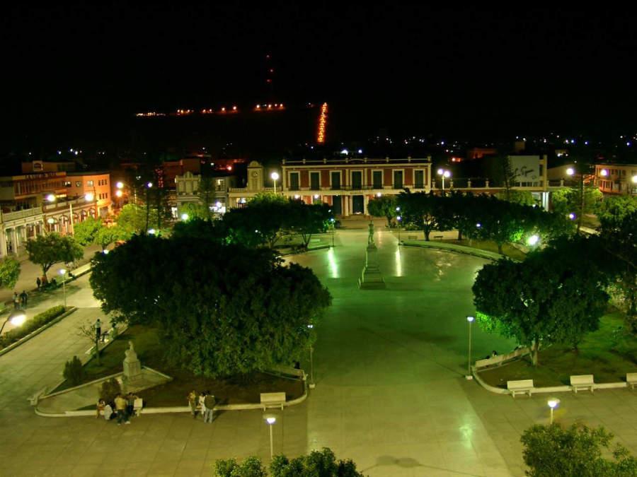 Parque Calixto de noche