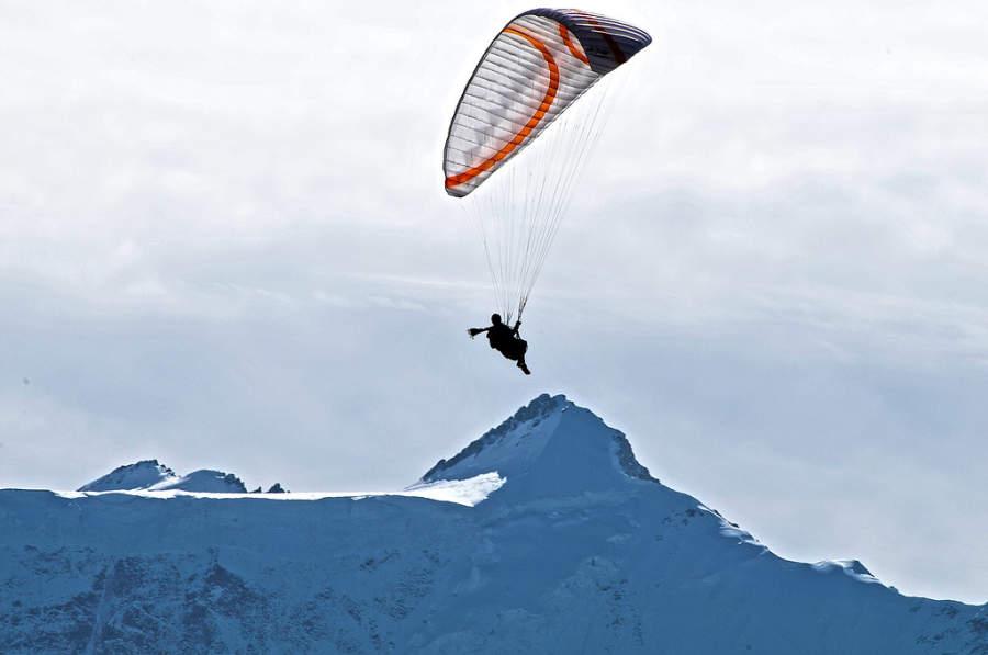 En Grindelwald se pueden hacer actividades como el paracaidismo