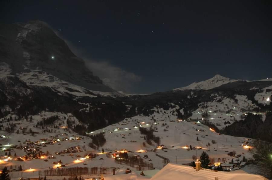 Vista nocturna de Grindelwald