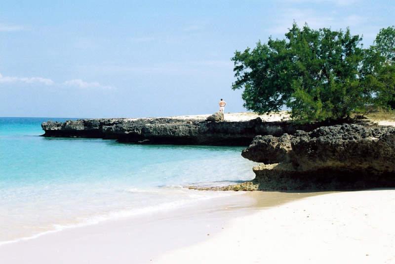 Playa de arena blanca en Cayo Saetía