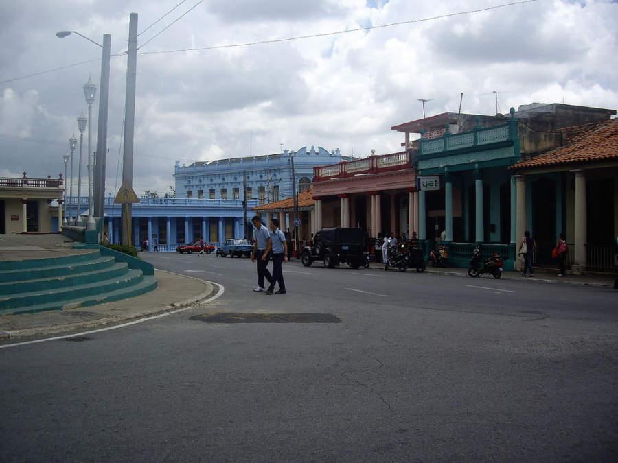 Avenida en el centro de Pinar del Río