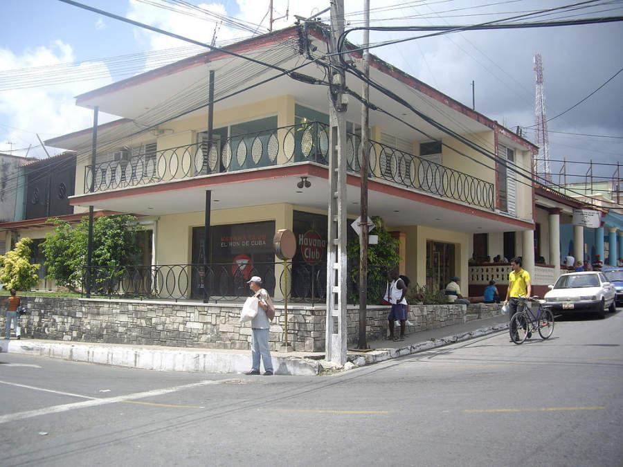 Fábrica de ron en Pinar del Río