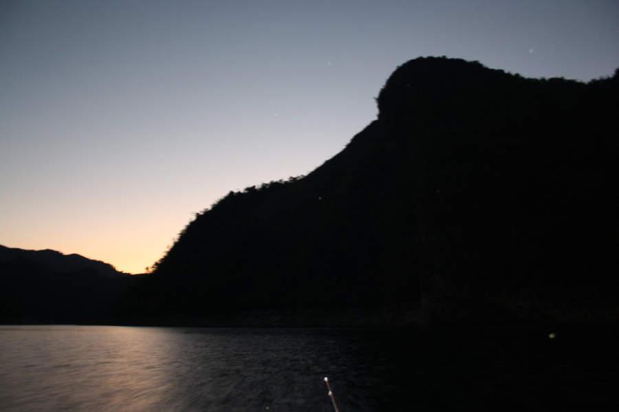 Atardecer en el lago de Hanabanilla