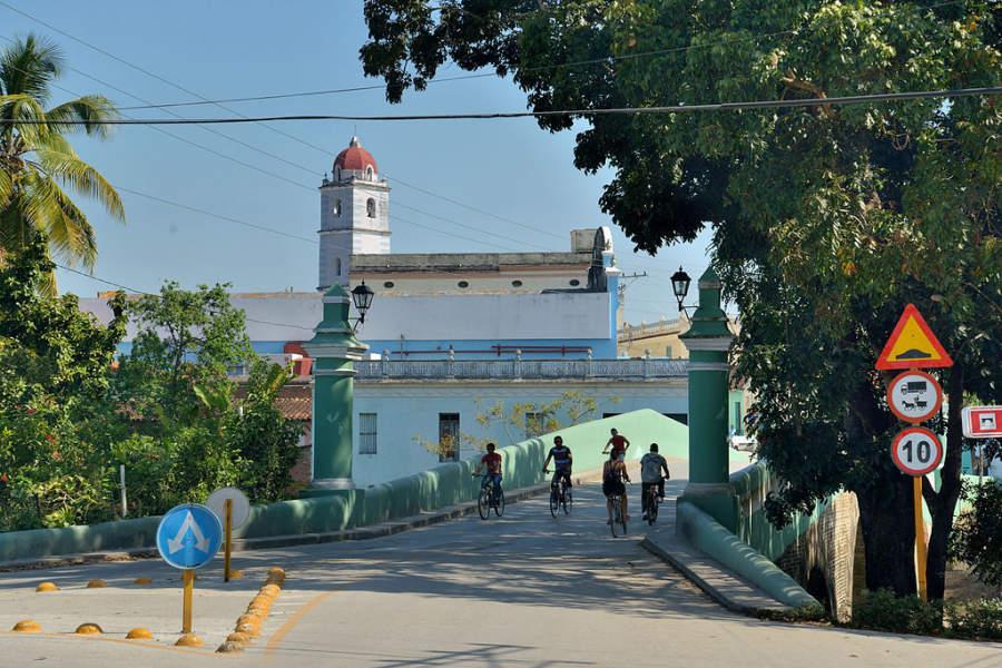 Puente sobre el río Yayabo
