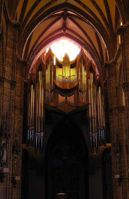 Órgano en el interior del Santuario Guadalupano en Zamora