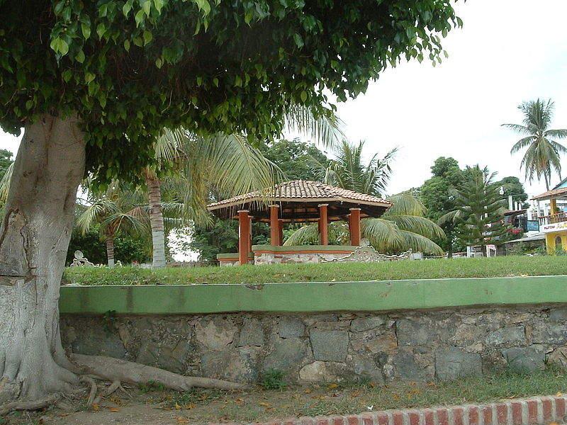Kiosco en la plaza principal de Cruz de Huanacaxtle