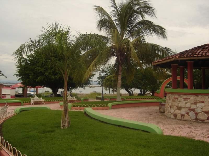 Plaza principal en Cruz de Huanacaxtle