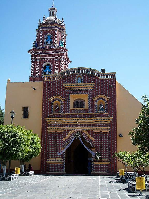Fachada del templo Santa María Tonantzintla, San Andrés Cholula