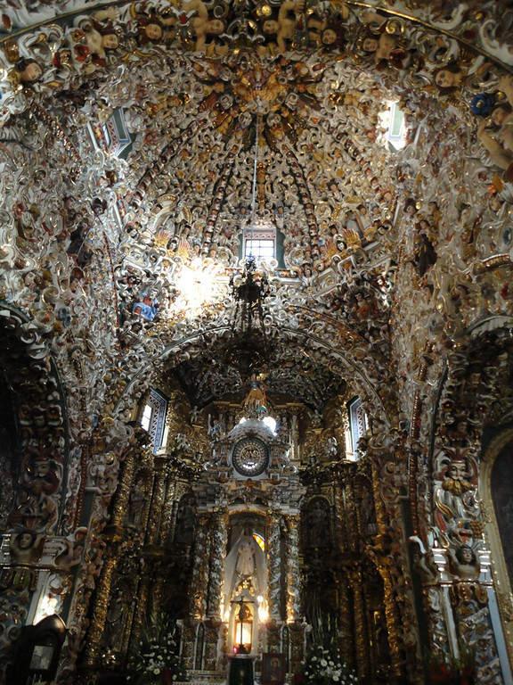 El Templo de Santa María Tonantzintla tiene un estilo churrigueresco