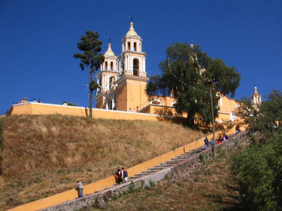 Escalinata para acceder a la Iglesia de Nuestra Señora de los Remedios, San Andrés Cholula