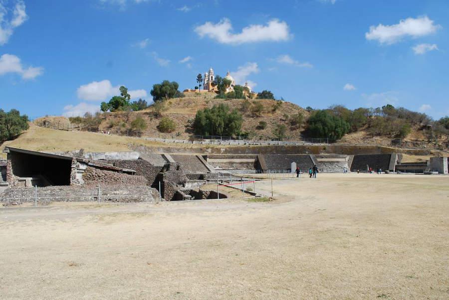 Vista de la Zona Arqueológica de Cholula en Puebla