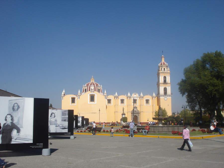 Parroquia de San Pedro y jardín central de San Andrés Cholula