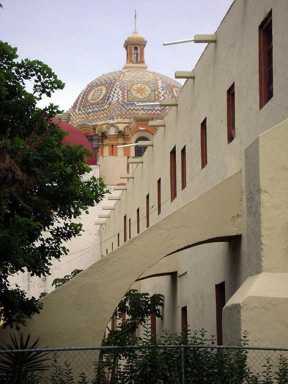 Vista lateral y cúpula del Ex Convento Carmelita, Tehuacán, Puebla