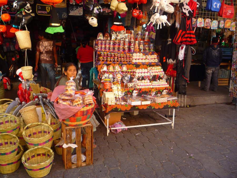 Dulces típicos del día de muertos en un mercado de Tehuacán