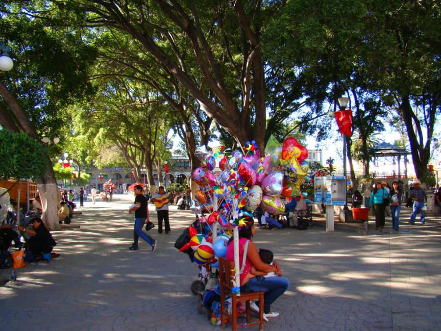 Colorido ambiente del Parque Central de Tehuacán