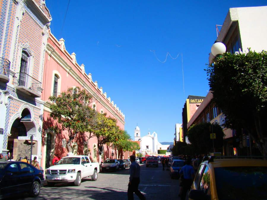 Calle típica del centro histórico de Tehuacán en el estado de Puebla