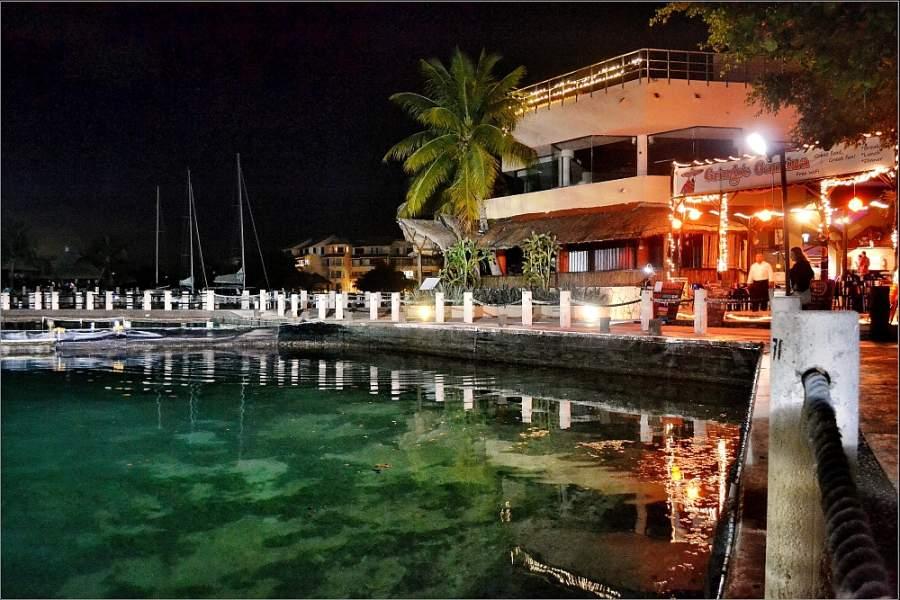 Puerto Aventuras de noche
